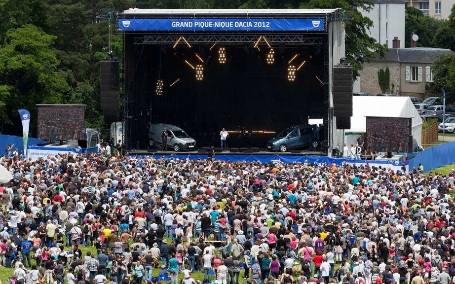 Dacia announced that 12,000 fans attended the grand picnic 2012