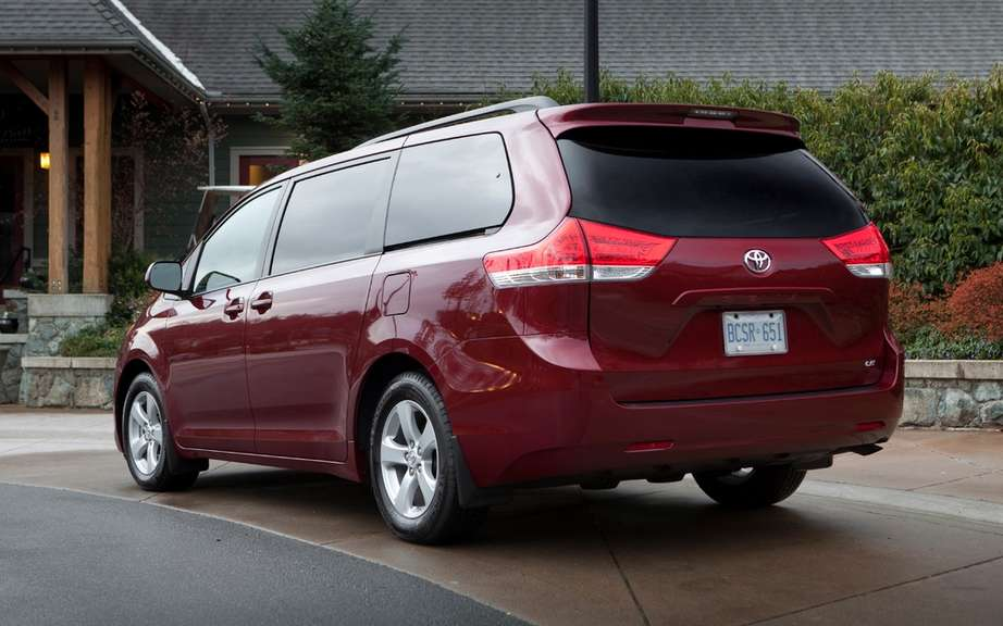 Toyota Sienna 2013: from $ 28,140 picture #2