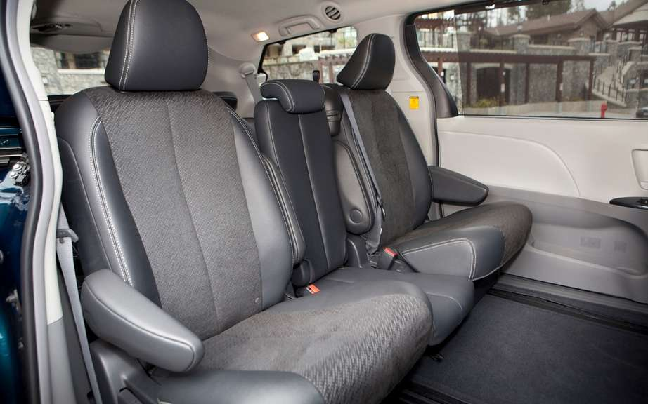 Toyota Sienna 2013: from $ 28,140 picture #3