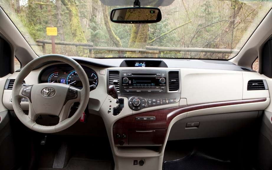 Toyota Sienna 2013: from $ 28,140 picture #4