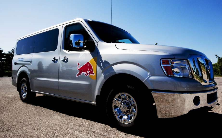 Nissan NV3500 HD: it transports the team of Red Bull Racing