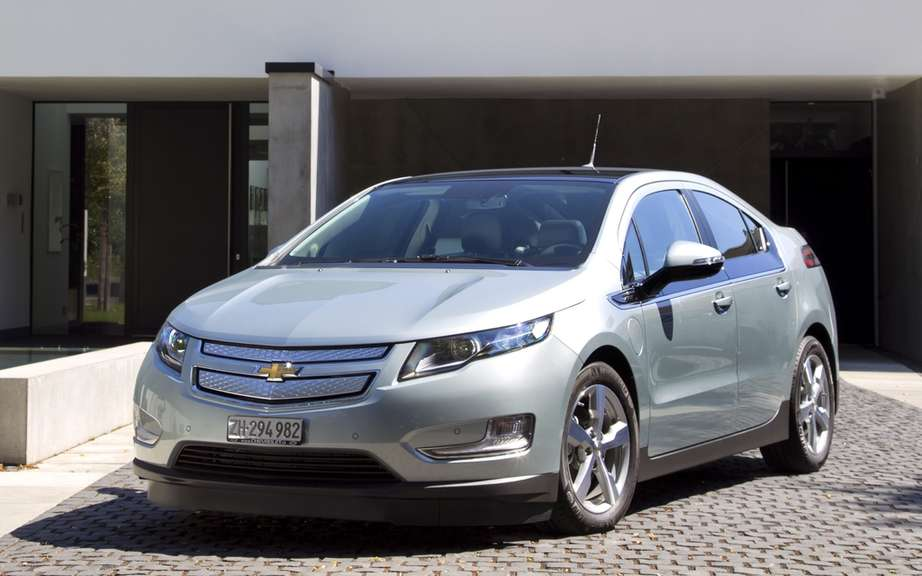 Chevrolet receives the price of the green car AFPA 2012 the Chevrolet Volt.
