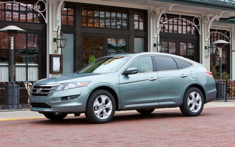 Honda Crosstour 2012: Available with a four-cylinder engine